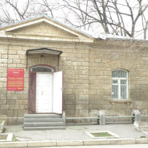 Ларийские казармы, где размещался первый Ревком ул. Чернышевского, 2