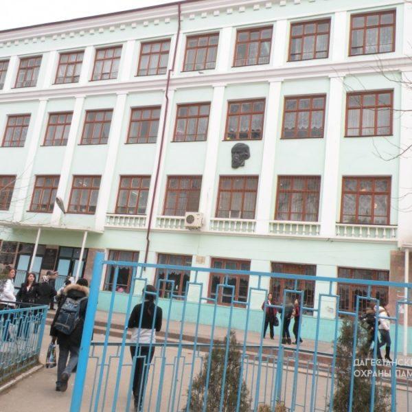 Здание средней школы № 13, где в годы ВОВ размещался эвакогоспиталь № 1614 ул. Чернышевского, 8