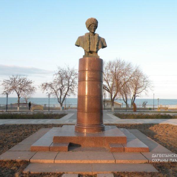 Могила поэта Стальского Сулеймана сквер С. Стальского (1869-1937 гг)