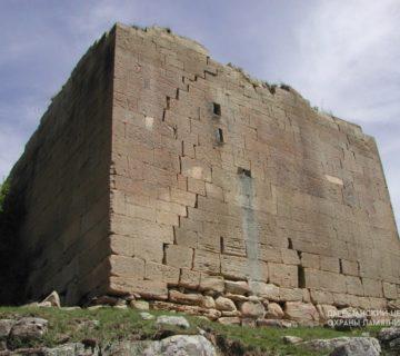 Боевая башня XIII-XIV вв. с. Зубанчи